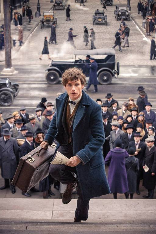 eddie-redmayne-as-newt-scamander-in-fantastic-beasts-and-where-to-find-them